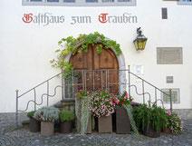 die ebenso schöne wie geschichtsträchtige Eingangstreppe zum Gasthof Trauben