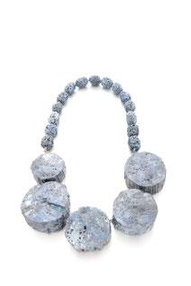 Kette 'Blue Moons' - Balsaholz, Pigment, Lack, Lava, Hämatit, Silber - 2017
