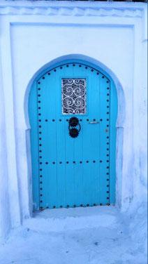 ブルーのドアが可愛いシャウエンです