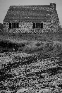 Plouguerneau littoral lande maison douanier granit rochers dunes noir & blanc bretagne
