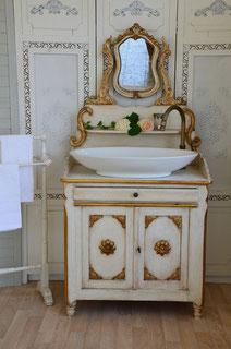 Antike Spiegelkommode als Waschtisch