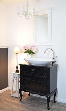 Eleganter Waschtisch in schwarz