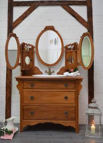 Antike Spiegelkommode fürs Badezimmer