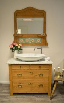 Marmor-Waschtisch mit Spiegel