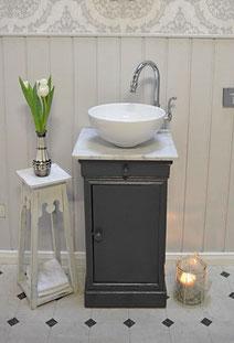 Waschtisch in Anthrazit mit weißer Marmorplatte