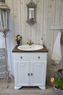 Schlichter Kolonial-Waschtisch in weiß