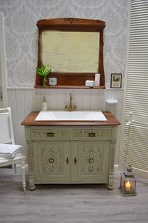 Antik-Nostalgischer Waschtisch mit Holzplatte