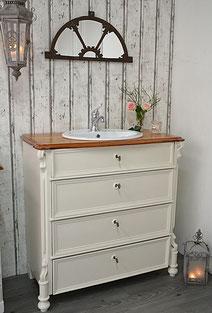 Landhaus-Waschtisch fürs Badezimmer