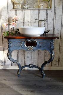 Antiker, romantischer Waschtisch