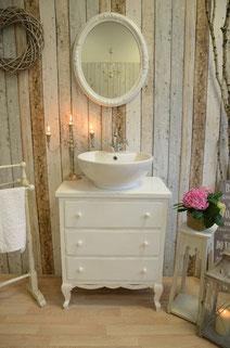 Badmöbel romantisch in weiß