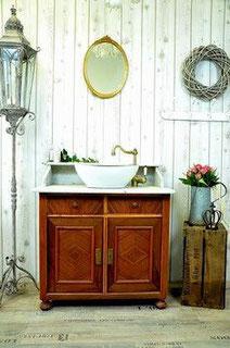 Antiker Waschtisch mit weißer Marmorplatte