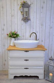 Waschtisch im Landhausstil weiß