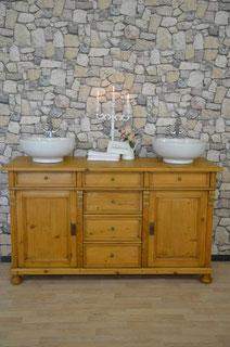 Landhaus-Doppelwaschtisch in hellem Holz