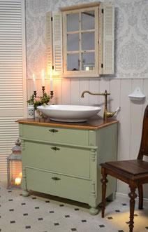 Waschtisch-Kommode mit heller, grüner Pastellfarbe
