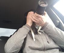 Detektiv, Observation, hält eine Kamera