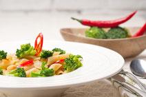 Geprüfte IN FORM-Rezepte, IN FORM, DGE, vegan, veganes Rezept, vegan kochen, vegane Ernährung, vegan essen, gesunde Ernährung, Ernährung, Gesundheit, Penne, Brokkoli, Pasta, vegane Pasta, Nudeln, veganes Pasta-Rezept, veganes Nudelgericht, scharfe Pasta