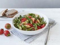Geprüfte IN FORM-Rezepte, IN FORM, DGE, vegetarisch, vegetarisch kochen, vegetarisch essen, vegetarisches Essen, vegetarisches Rezept, vegetarische Küche, gesunde Ernährung, Ernährung, Gesundheit, Spargel-Erdbeer-Salat, Salatrezept, grüner Spargel