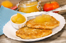 Geprüfte IN FORM-Rezepte, IN FORM, DGE, vegetarisch, vegetarisch kochen, vegetarisch essen, vegetarisches Essen, vegetarisches Rezept, vegetarische Küche, gesunde Ernährung, Ernährung, Gesundheit, Kartoffelpuffer, Apfelkompott, Äpfel, Kompott