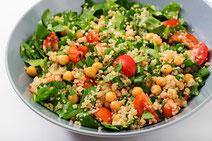 Geprüfte IN FORM-Rezepte, IN FORM, DGE, vegan, veganes Rezept, vegan kochen, vegane Ernährung, vegan essen, gesunde Ernährung, Ernährung, Gesundheit, Quinoa, Kichererbsen, Gemüse, vegane Gemüsepfanne, Gemüsepfanne, veganes Mittagessen