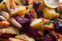 Geprüfte IN FORM-Rezepte, IN FORM, DGE, vegan, veganes Rezept, vegan kochen, vegane Ernährung, vegan essen, gesunde Ernährung, Ernährung, Gesundheit, geschmortes Gemüse, Ofengemüse, Paprika, Zucchini, Aubergine, Tomaten, veganes Ofengemüse