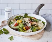 Geprüfte IN FORM-Rezepte, IN FORM, DGE, vegan, veganes Rezept, vegan kochen, vegane Ernährung, vegan essen, gesunde Ernährung, Ernährung, Gesundheit, vegane Gemüsepfanne, Reis, veganes Mittagessen, veganes Abendessen