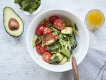 Geprüfte IN FORM-Rezepte, IN FORM, DGE, vegan, veganes Rezept, vegan kochen, vegane Ernährung, vegan essen, gesunde Ernährung, Ernährung, Gesundheit, Avocado-Tomaten-Salat, veganer Salat, veganes Salatrezept, Salatrezept, vegane Beilage