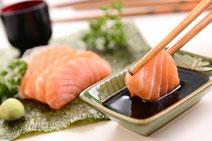 Geprüfte IN FORM-Rezepte, IN FORM, Blitzrezept, schnelles Rezept, einfaches Rezept, schnelle Zubereitung, schnell kochen, gesunde Ernährung, gesundes Essen, gesund essen, gesundes Rezept, Lachs, Sojasauce, asiatische Küche, Fisch, asiatisches Rezept