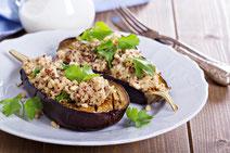 Geprüfte IN FORM-Rezepte, IN FORM, DGE, vegetarisch, vegetarisch kochen, vegetarisch essen, vegetarisches Essen, vegetarisches Rezept, vegetarische Küche, gesunde Ernährung, Ernährung, Gesundheit, Auberginen, Quinoa, gefüllte Aubergine
