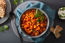 Geprüfte IN FORM-Rezepte, IN FORM, DGE, vegan, veganes Rezept, vegan kochen, vegane Ernährung, vegan essen, gesunde Ernährung, Ernährung, Gesundheit, Gemüse, Kichererbsen, Curry, Kichererbsen-Curry, veganes Curry, veganes Curry-Rezept