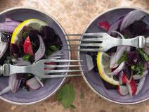 Geprüfte IN FORM-Rezepte, IN FORM, gesunde Rezepte, gesunde Ernährung, gesundes Essen, gesund essen, gesund abnehmen, abnehmen, gesund kochen, DGE, Deutsche Gesellschaft für Ernährung, Rezept, Kochrezept, kochen, Rote Bete, Salat, Rote Bete-Salat