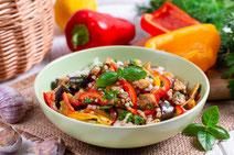 Geprüfte IN FORM-Rezepte, IN FORM, DGE, vegan, veganes Rezept, vegan kochen, vegane Ernährung, vegan essen, gesunde Ernährung, Ernährung, Gesundheit, Reissalat, Linsen, Hülsenfrüchte, Aubergine, Pparika, veganer Salat, Salatrezept, veganes Mittagessen