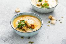 Geprüfte IN FORM-Rezepte, IN FORM, DGE, vegetarisch, vegetarisch kochen, vegetarisch essen, vegetarisches Essen, vegetarisches Rezept, vegetarische Küche, gesunde Ernährung, Ernährung, Gesundheit, Süßkartoffelsuppe, Grünkohl, Suppe, Suppenrezept