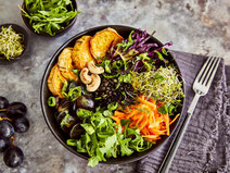Geprüfte IN FORM-Rezepte, IN FORM, DGE, vegetarisch, vegetarisch kochen, vegetarisch essen, vegetarisches Essen, vegetarisches Rezept, vegetarische Küche, gesunde Ernährung, Ernährung, Gesundheit, Buddha Bowl, Bowl, Bowl-Rezept, Gemüse