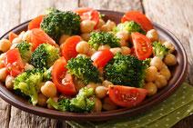 Geprüfte IN FORM-Rezepte, IN FORM, DGE, vegan, veganes Rezept, vegan kochen, vegane Ernährung, vegan essen, gesunde Ernährung, Ernährung, Gesundheit, Brokkoli-Tomatensalat, Brokkoli, Tomaten, Salat, veganer Salat, veganes Salatrezept, Tomatensalat