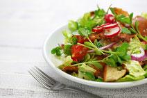 Geprüfte IN FORM-Rezepte, IN FORM, Blitzrezept, schnelles Rezept, einfaches Rezept, schnelle Zubereitung, schnell kochen, gesunde Ernährung, gesundes Essen, gesund essen, gesundes Rezept, Arabischer Brotsalat, Brotsalat, Brot, Salat, Salatrezept