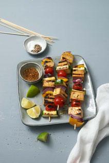 Geprüfte IN FORM-Rezepte, IN FORM, DGE, vegan, veganes Rezept, vegan kochen, vegane Ernährung, vegan essen, gesunde Ernährung, Ernährung, Gegrillte Tofu-Spieße, Tofu, vegan grillen, veganes Grillrezept, vegane Grillrezepte, grillen, Grillrezepte