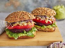 Geprüfte IN FORM-Rezepte, IN FORM, gesunde Rezepte, gesunde Ernährung, gesundes Essen, gesund essen, gesund abnehmen, abnehmen, gesund kochen, DGE, Deutsche Gesellschaft für Ernährung, Rezept, Kochrezept, kochen, vegane Burger, Rote Bete-Burger, Burger