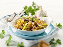 Geprüfte IN FORM-Rezepte, IN FORM, DGE, gesunde Ernährung, gesunde Rezepte, gesundes Essen, gesund abnehmen, Kochrezept, gesund kochen, gesund essen, schnelle Rezepte, einfache Rezepte, Pasta, Zucchini, Zucchini-Pasta, Anchovis, Pastarezept
