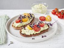 Geprüfte IN FORM-Rezepte, IN FORM, Blitzrezept, schnelles Rezept, einfaches Rezept, schnelle Zubereitung, schnell kochen, gesunde Ernährung, gesundes Essen, gesund essen, gesundes Rezept, Avocadobrot, Avocado, Brot, Tomaten, Stulle, Frühstück, Abendbrot