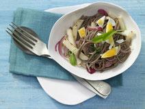 Soba-Nudeln mit Mairüben und gehacktem Ei, Soba-Nudeln, Nudeln, Pasta, Mairüben, Gemüse, Ei, vegetarisch, vegetarisches Essen, vegetarische Pasta, Rezept mit Soba-Nudeln, Rezept mit Mairüben, gesundes Essen