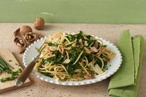 Geprüfte IN FORM-Rezepte, IN FORM, DGE, vegetarisch, vegetarisch kochen, vegetarisch essen, vegetarisches Essen, vegetarisches Rezept, vegetarische Küche, gesunde Ernährung, Ernährung, Gesundheit, Grünkohl-Pasta, Grünkohl, Pasta, vegetarische Pasta