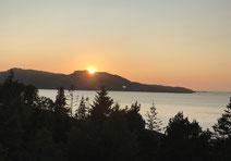 """2019-08-06 Sonnenuntergang von der Veranda, der """"schlafende Drache"""""""