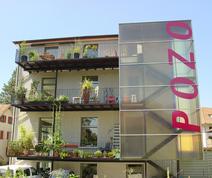 Haus mit Balkon Metallbau