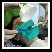 Schutz gegen Quecksilber-Belastung bei der Amalgamentfernung (© Dr. Jürgen Neubauer)
