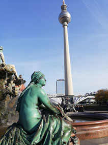 Men and women of Berlin.