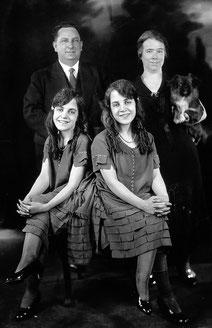 ヒルトン姉妹とマイヤーズ夫妻