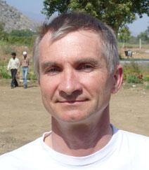 Der Physiker und Erfinder Wolfgang Scheffler hat viele Jahre Solarspiegel in Afrika installiert.