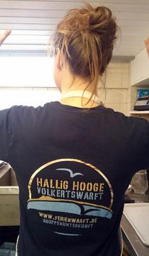 Anne rockt mit neuem Volkertswarft T-Shirt die Küche