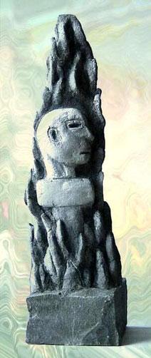 Der Mensch inmitten symbolischer Skulpturenbotschaften