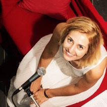 Cäcilia Then liest auf dem Roten Sofa
